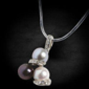 C жемчугом и бриллиантами